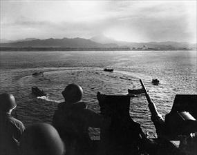 Bougainville Campaign: U.S. Marines approach Cape Torokina