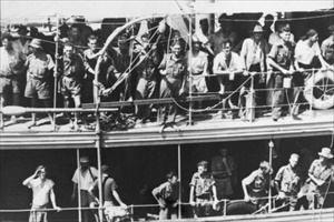 Battle of Rabaul: Rabaul evacuees at Port Moresby, New Guinea 1942