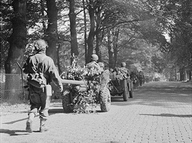 British glider-borne battalion en route to Arnhem, September 18, 1944