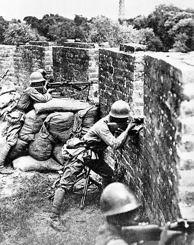 Battle of Changsha: Japanese soldiers hold off Chinese counterattack