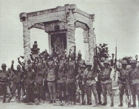 Marco Polo Bridge Incident: Japanese soldiers on captured Marco Polo Bridge