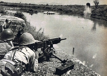 Battle of Changsha: Japanese soldier with heavy machine gun