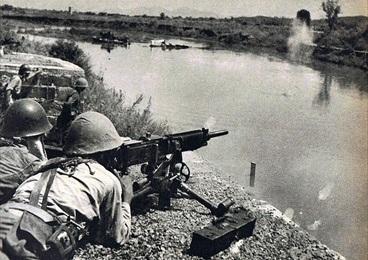 Battle of Changsha: Japanese soldier with heavy machine gun