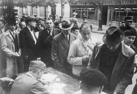 Chasse aux Juifs (Hunt for Jews): Parisians queuing at control point