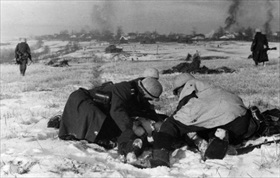 Battle of Moscow: Germans attended to wounded soldier, late 1941