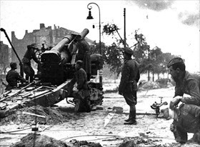 Battle in Berlin: Soviet 203mm howitzer