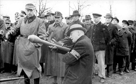 Capture of Berlin: Volkssturm learning to use Panzerfaust, March 1945