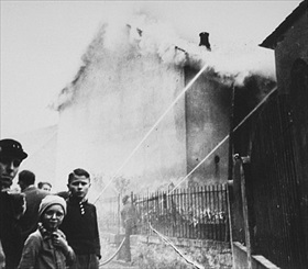 Residents of Ober Ram­stadt watch synagogue burn