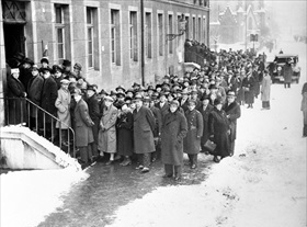 Saarland voters at polls, January 13, 1935