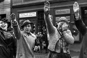 Sudeten citizens watch German invasion