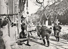 Red Army soldiers advance street by street, Battle of Budapest 1945