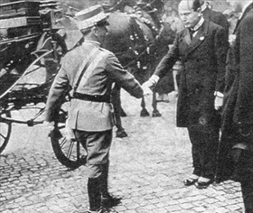Official greeting between king and Mussolini, November 4, 1928