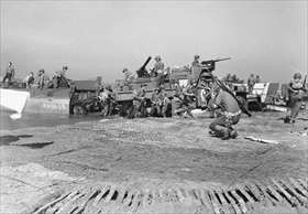 Landing artillery on Salerno beach, September 1943