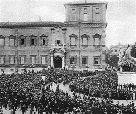 Fascists assemble at royal palace during March on Rome