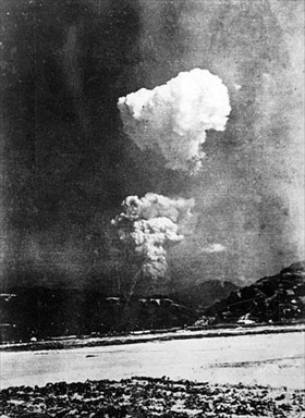 Atomic bombing of Hiroshima and Nagasaki: Atomic cloud over Hiroshima, August 6, 1945