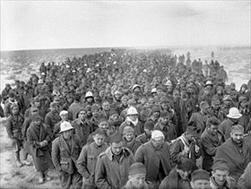 Western Desert Campaign: Italian POWs moving to British internment camp, January 6, 1941