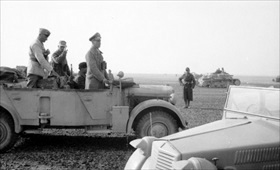 Erwin Rommel inspecting Italian armored units, 1942