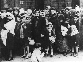 Hungarian Jews sent to gas chambers