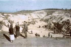 Ukrainian women visit Babi Yar ravine, Kiev, early October 1941