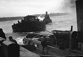 Siege of Leningrad: Lake Ladoga barge delivers foodstuffs to Leningrad 1
