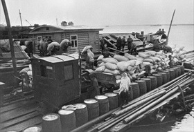 Siege of Leningrad: Lake Ladoga barge delivers foodstuffs 2