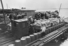 Lake Ladoga barge delivers foodstuffs 2