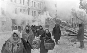 Leningraders evacuating homes destroyed by German bombing