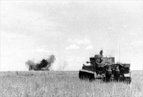 Tiger I tank takes out a Soviet T-34, Kursk 1943