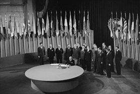 Chile's foreign minister signs U.N. charter, June 26, 1945