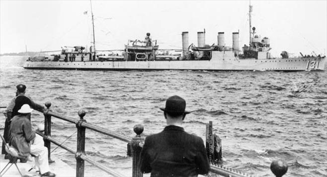 """USS """"Buchanan"""" (DD-131), renamed HMS """"Campbeltown"""""""