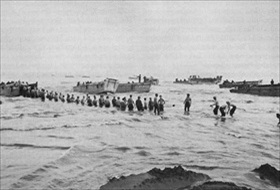 A U.S. 6th Army unit passes ammo up a Lingayen beach, Luzon, January 9, 1945