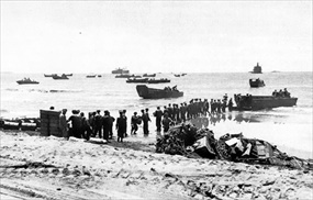 Western New Guinea Campaign: Aitape landing, April 1944