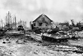 Operation Nordwind: Tank destroyer en route to Gambs­heim near Stras­bourg, January 1945
