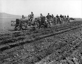 Japanese American internment: Planting potatoes, Tule Lake, May 1943