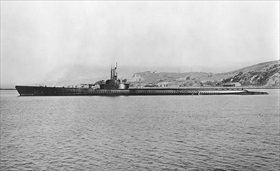 "USS ""Tang"" off Mare Island Navy Yard, California, December 1942"