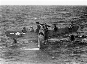 "USS ""Tang"" rescues downed U.S. fliers near Truk, 1944"