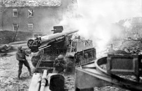 M12 155mm self-propelled gun shells Aachen target , October 1944