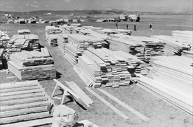 Construction underway at Tule Lake, April 1942