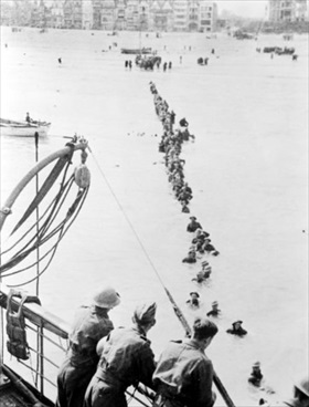 British troops evacuating Dunkirk's beaches, France 1940